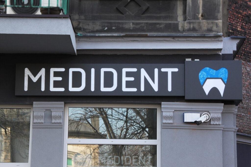 MRealizacja Medident kaseton reklamowy