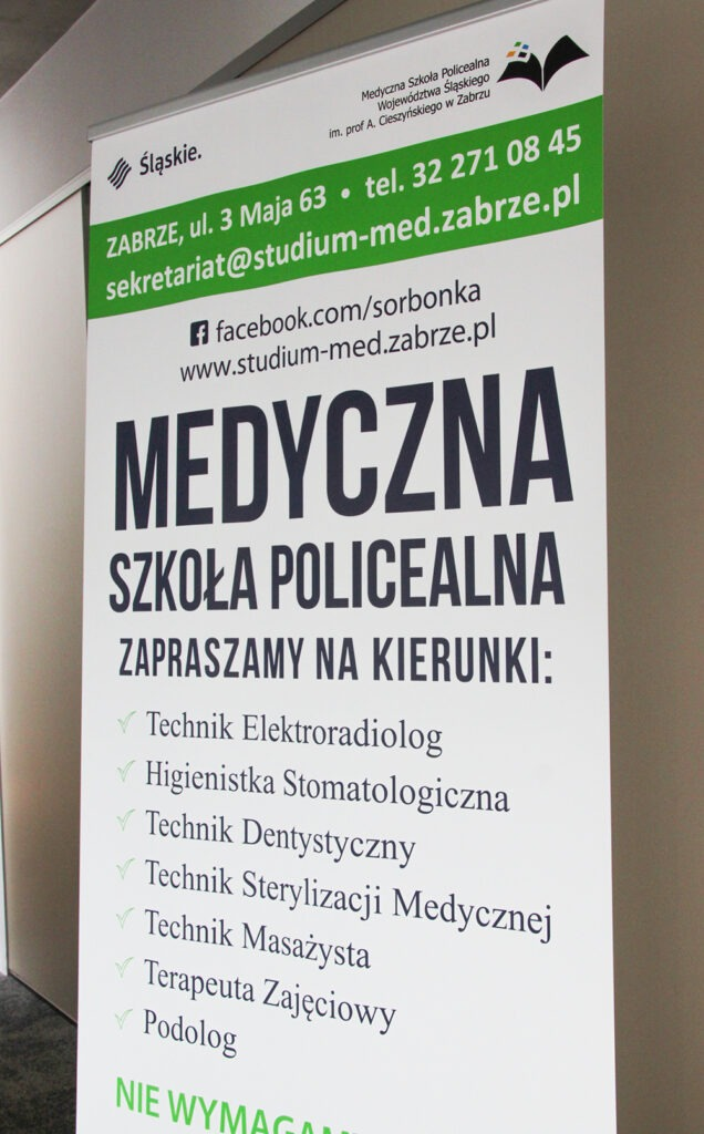 Rollupy reklamowe dla szkoły medycznej
